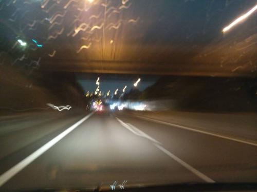 外灯がやけに暗く感じた横横道路こと横浜横須賀道路を夜7時過ぎに走行中