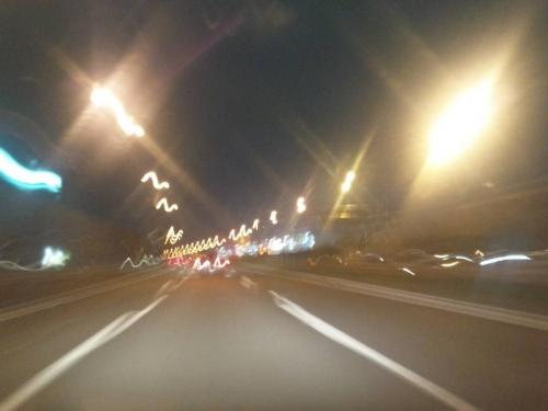 外灯の明るさや外灯間距離も短く見えた新東名高速道路