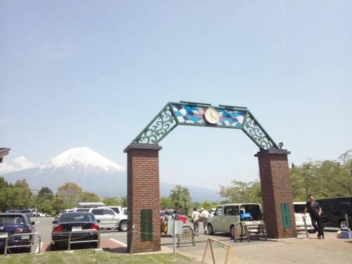 田貫湖キャンプ場入り口からそびえ立つ富士山は日本の柱だ
