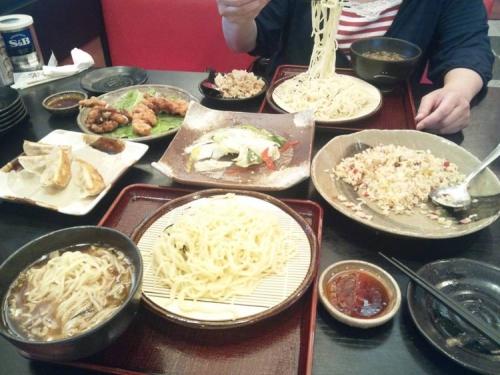 静岡県ファミレス五味八珍で旬な味わい2名様コースを食べてる我が夫婦の料理写真