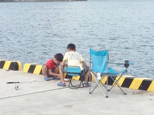 伊豆の松崎町のクロダイ釣り現場も釣り人が多くなってきた