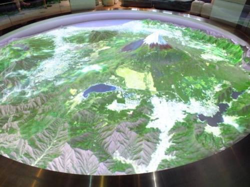富士山樹空の森の天空シアターで直径6mの富士山と周辺の立体模型を空の上から見下ろせて感動した