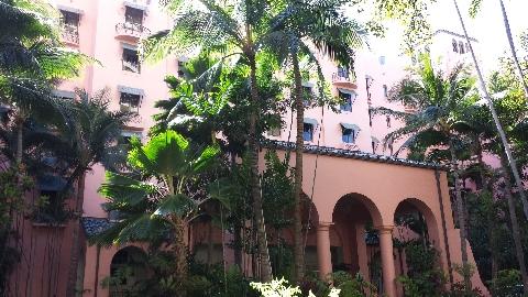 ハワイのホテルといえば、ピンクが目印のロイヤルハワイアン