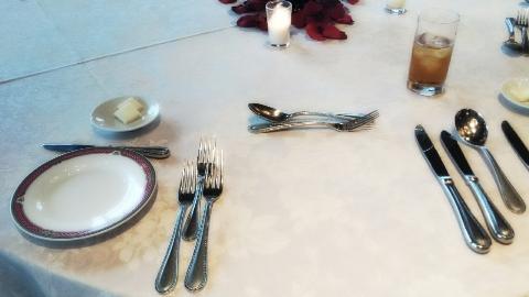 結婚式ナイフとフォークのテーブルマナー