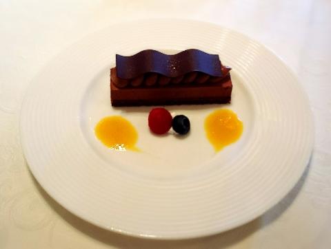 ホテルモントレラスール大阪のチョコレートケーキ