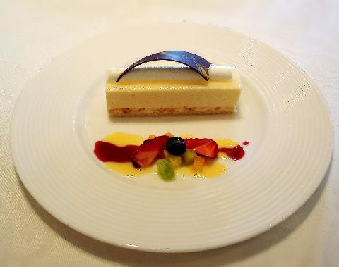 ホテルモントレラスール大阪のムースケーキ
