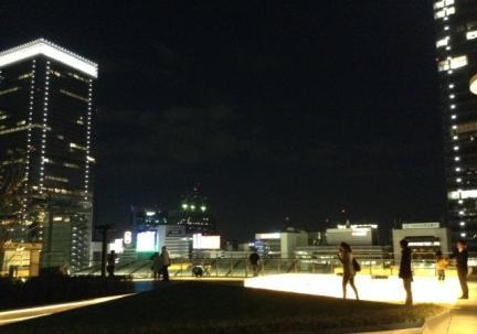 S20140402東京駅きって屋上人影