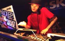 DJ SyU-T(208×134)