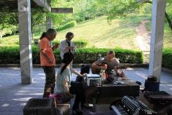 鏡山公園でアコーディオン20140529-2
