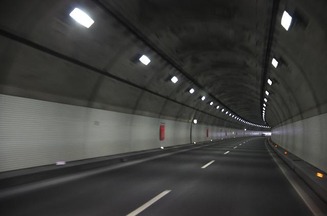 大分道のトンネル