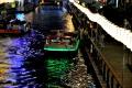 道頓堀川を遊覧する観光客と万灯祭②