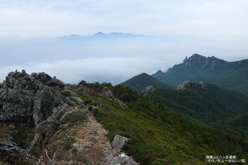 瑞牆山と八ヶ岳、千代ノ吹上~砂払いノ頭