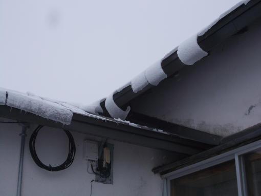 20140410_屋根から湿雪が