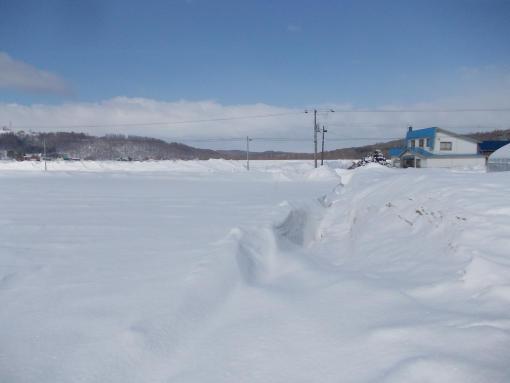 20140411_吹雪で埋まった排水路2