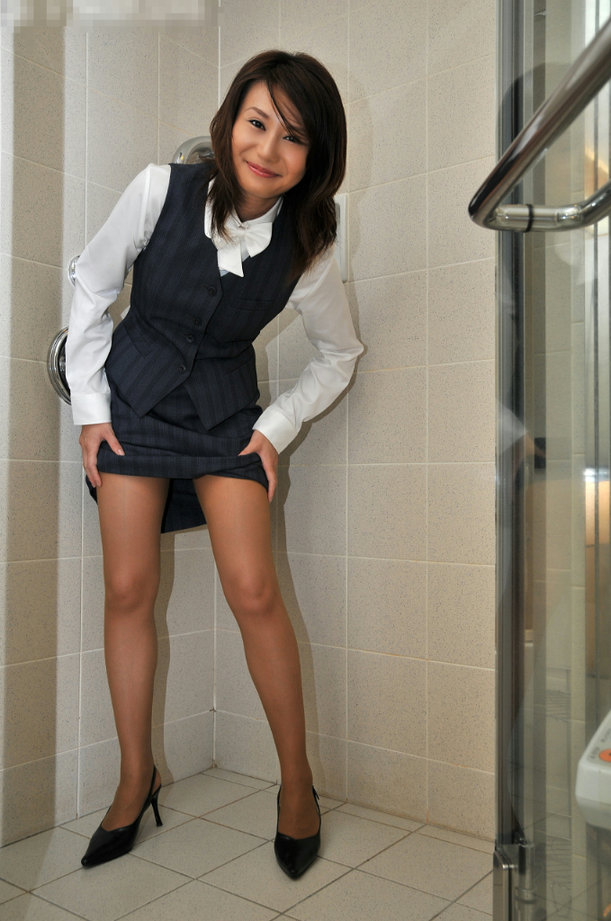 パンストやハイヒールの似合う綺麗な脚の美脚エロ画像 5