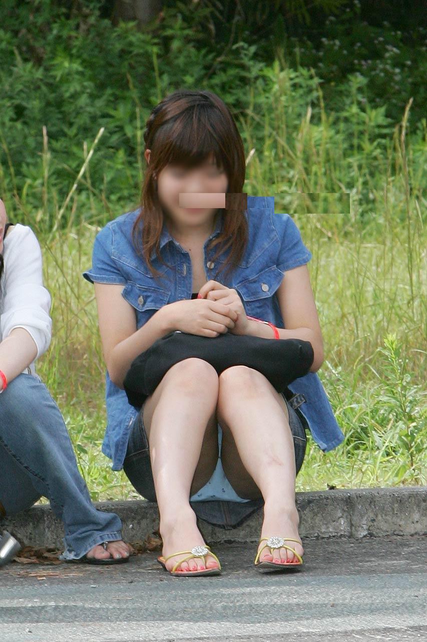 座りパンチラ しゃがみパンチラ 画像 11
