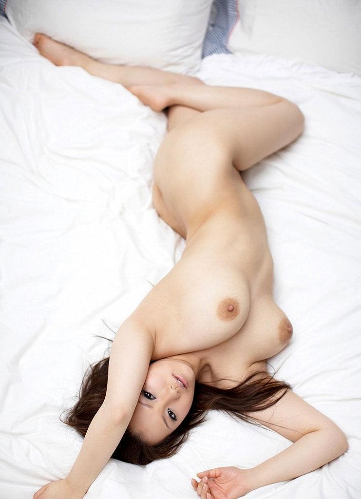 柔らかそうな美乳おっぱい画像 14