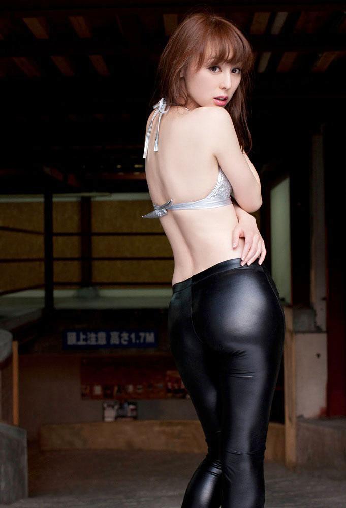 秋山莉奈 オシリーナの水着画像 22