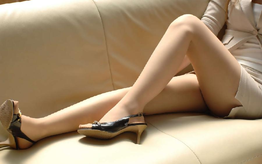 パンストやハイヒールの似合う綺麗な脚の美脚エロ画像 22