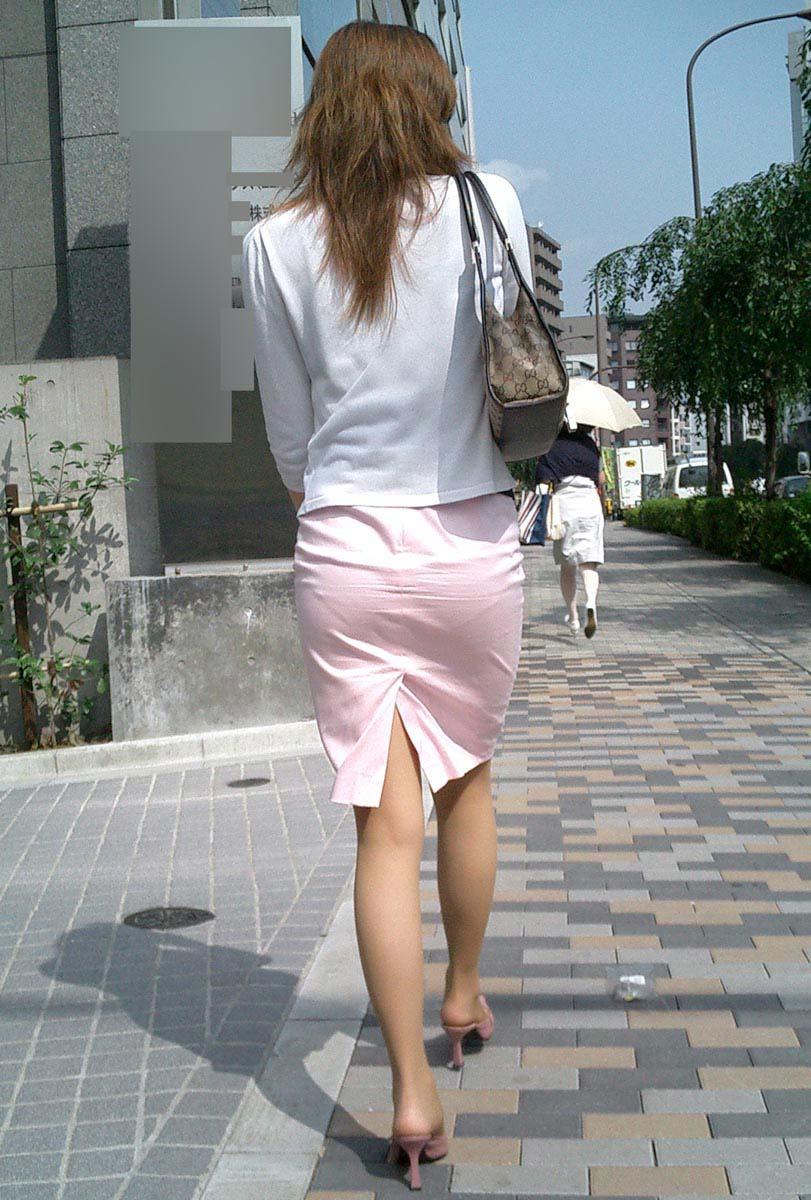 パンストにタイトスカートが超エロい!スーツを着たOLの美脚エロ画像 23