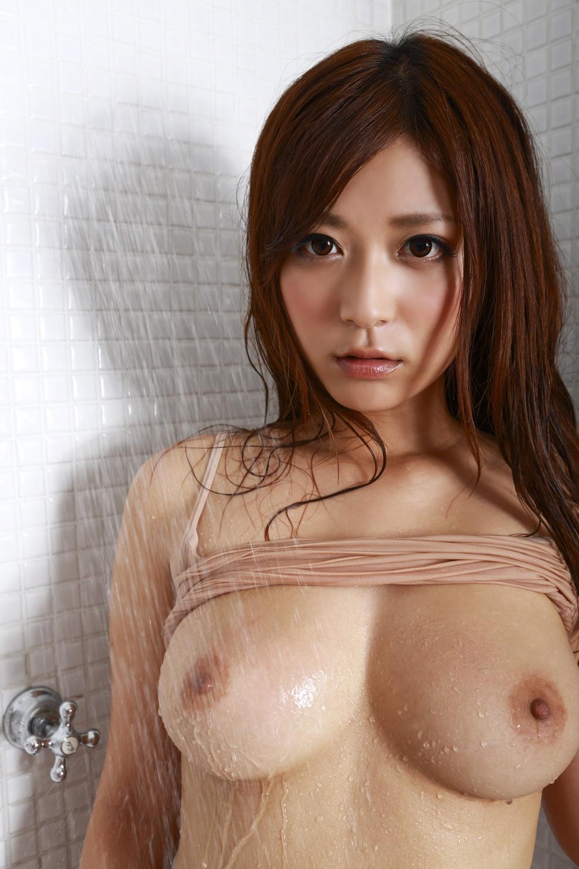 乳首が綺麗な女の子の美乳画像 23