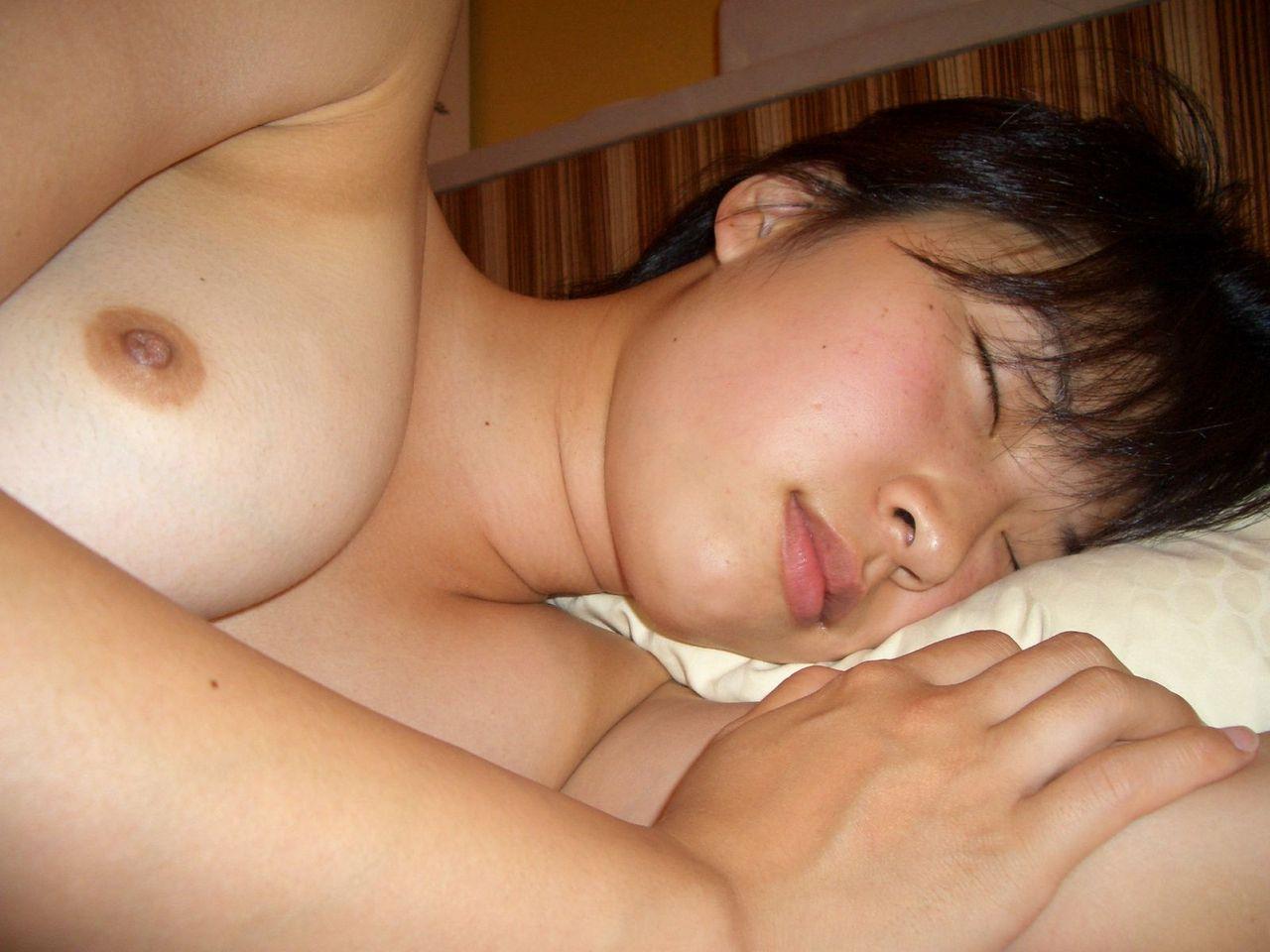 ラブホテルで撮影された素人女子のエロ画像 25