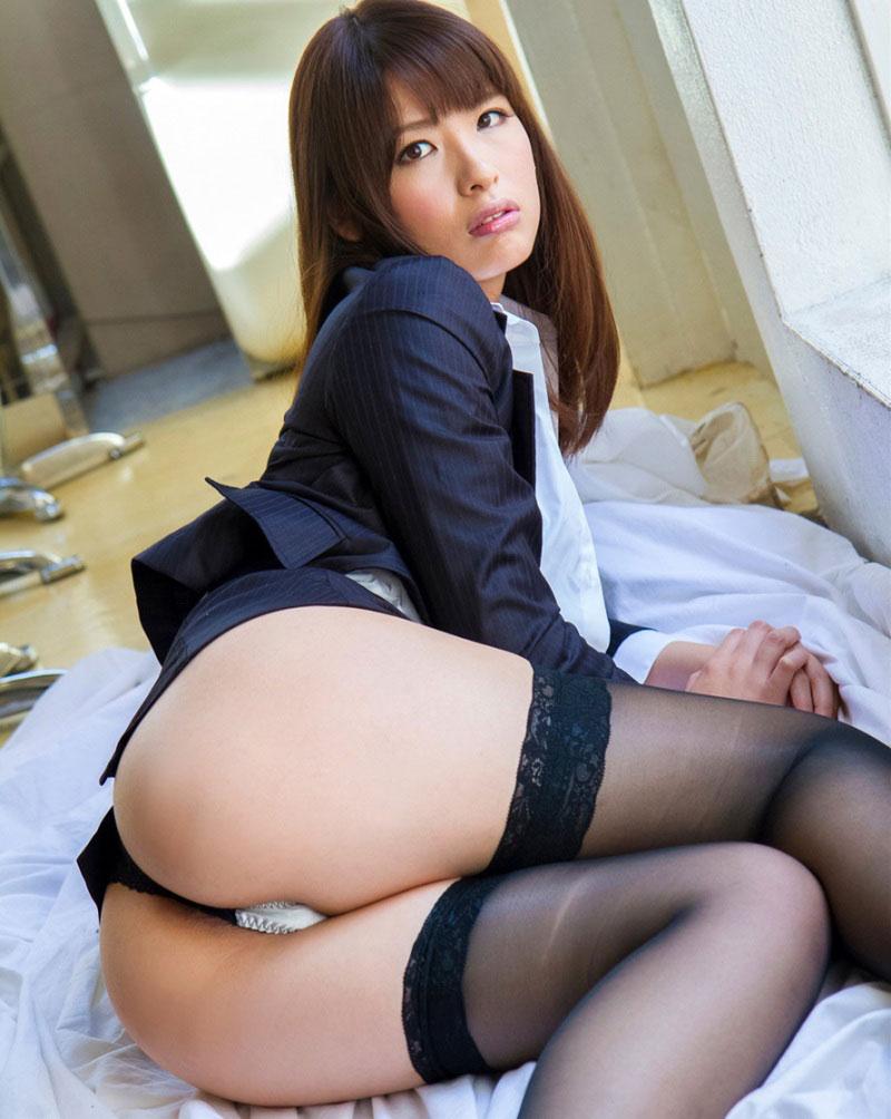 パンストにタイトスカートが超エロい!スーツを着たOLの美脚エロ画像 26
