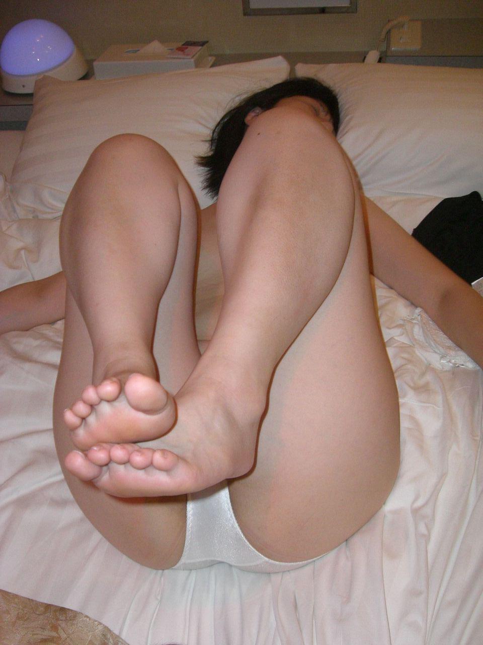 ラブホテルで撮影された素人女子のエロ画像 26