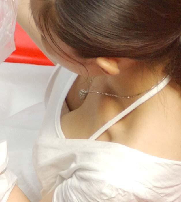 胸チラ 画像 28