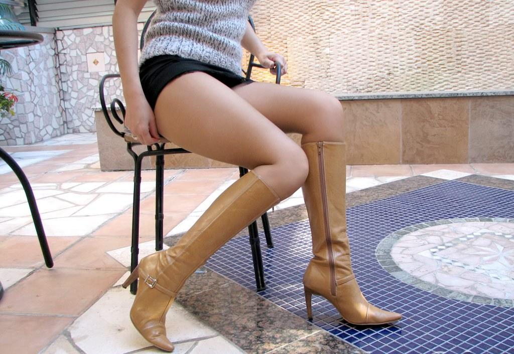 パンストやハイヒールの似合う綺麗な脚の美脚エロ画像 29