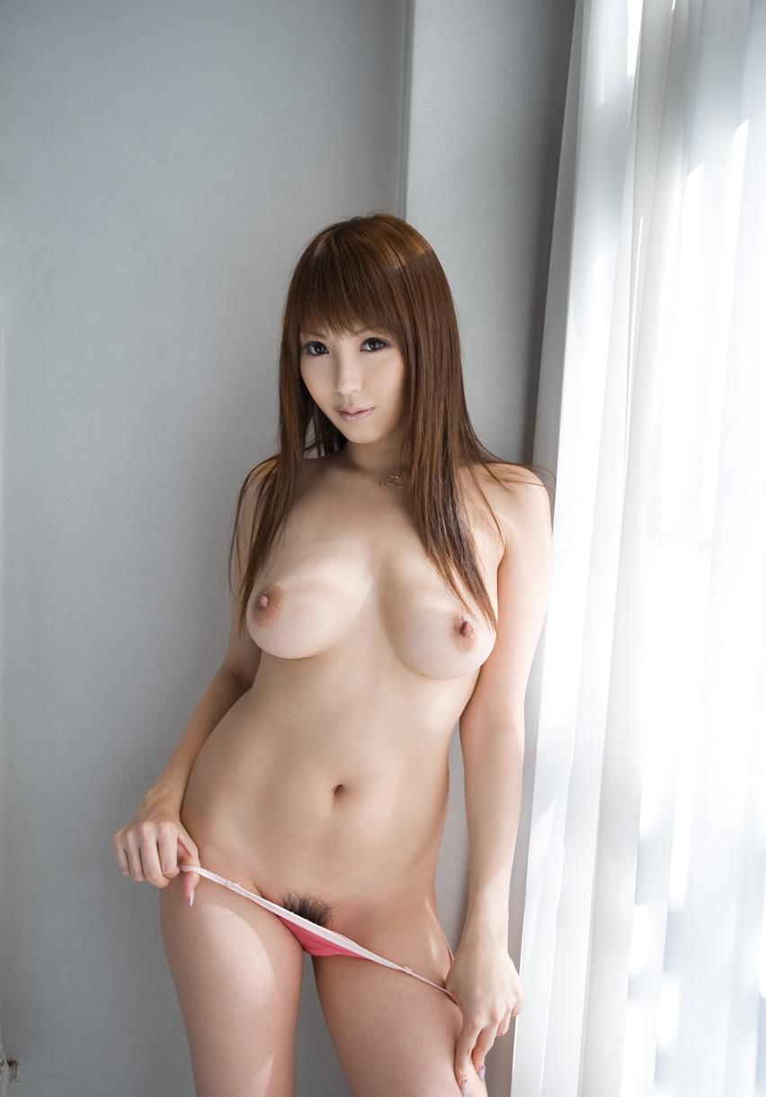 乳首が綺麗な女の子の美乳画像 30