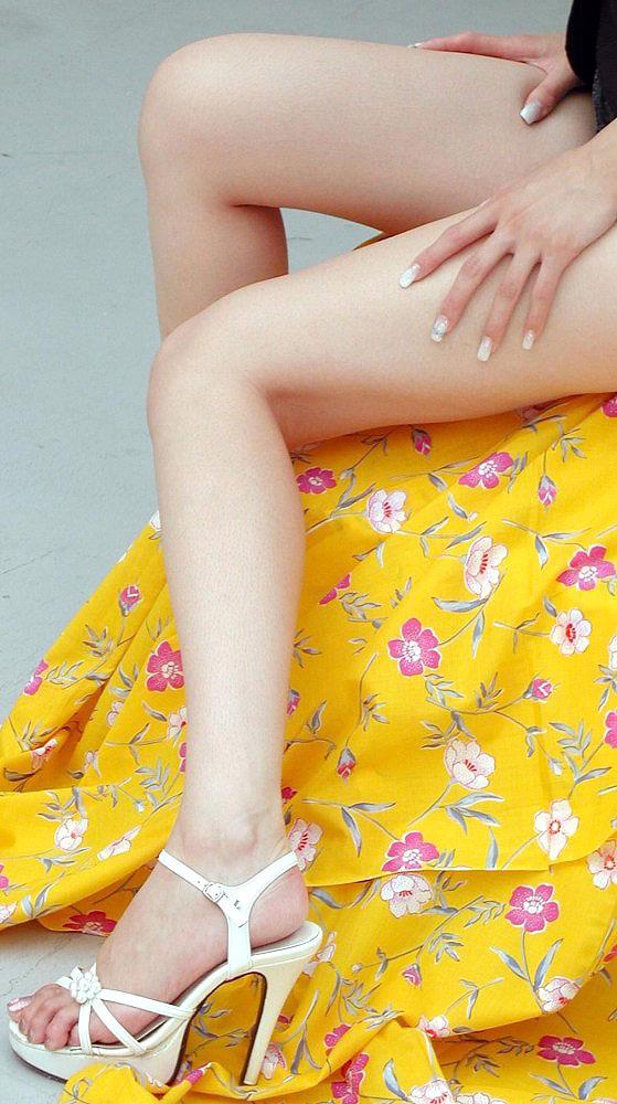 パンストやハイヒールの似合う綺麗な脚の美脚エロ画像 36