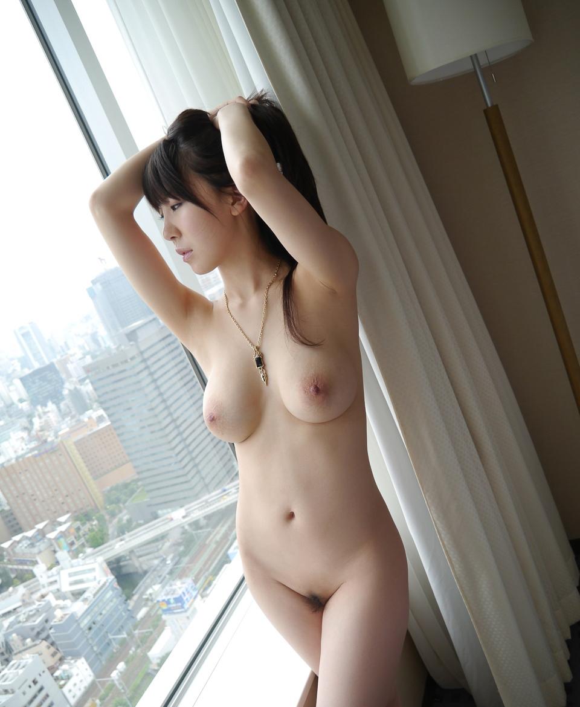 乳首が綺麗な女の子の美乳画像 39