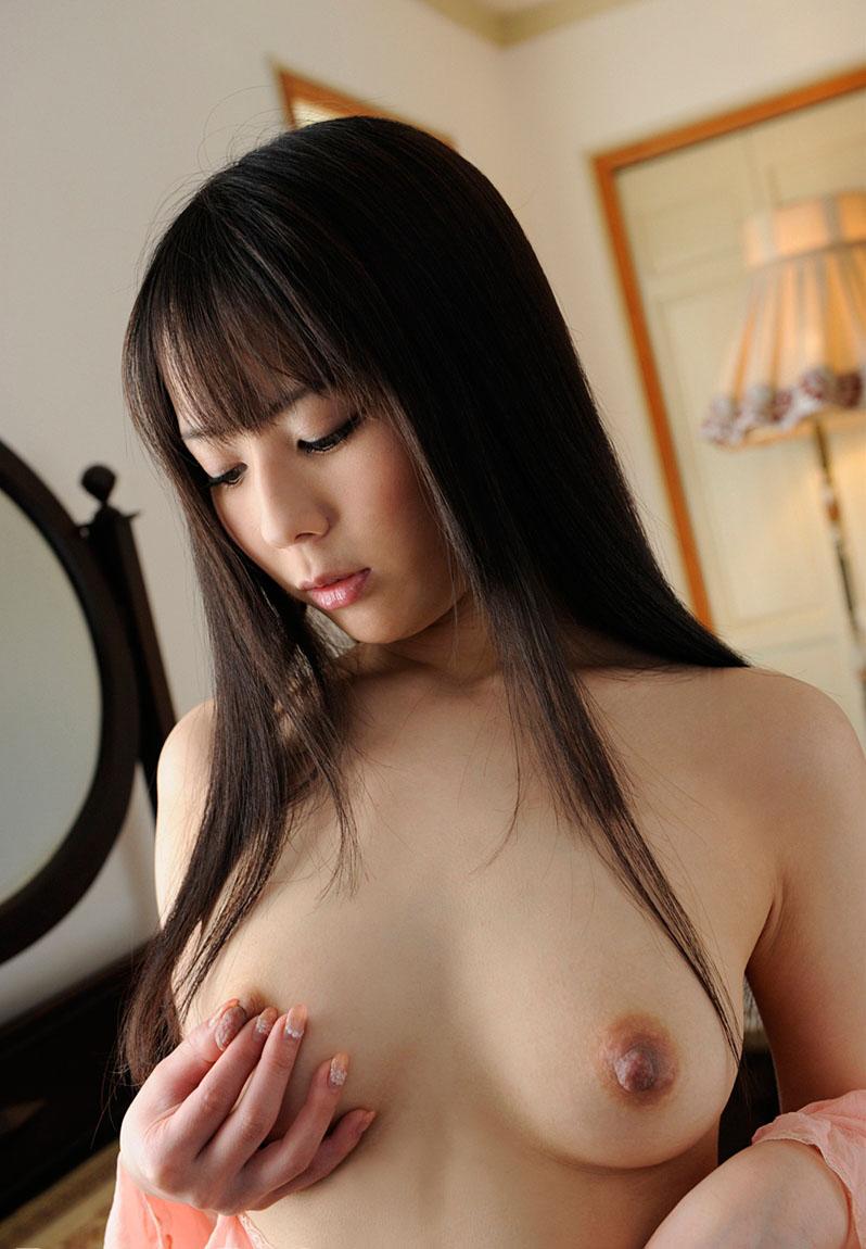 乳首が綺麗な女の子の美乳画像 41