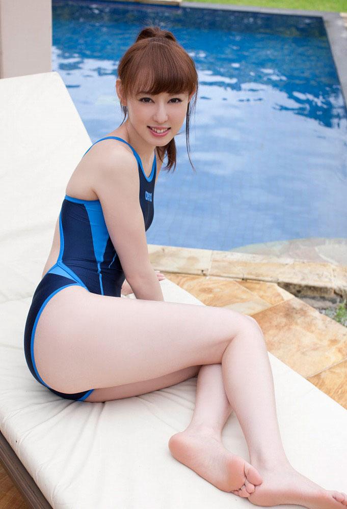 秋山莉奈 オシリーナの水着画像 43
