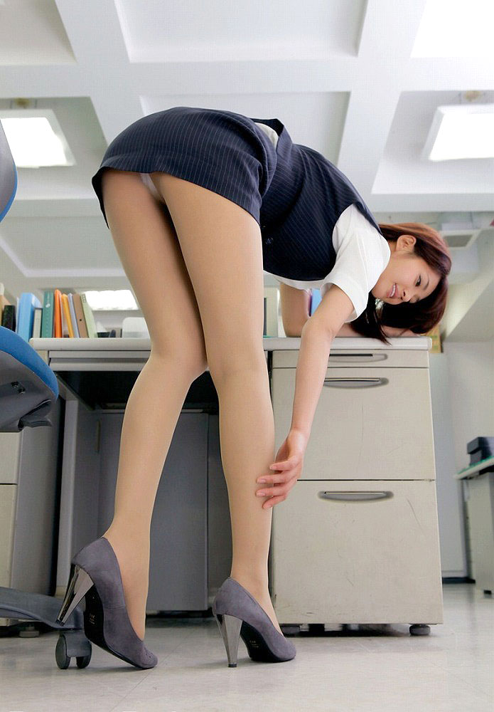 パンストやハイヒールの似合う綺麗な脚の美脚エロ画像 44