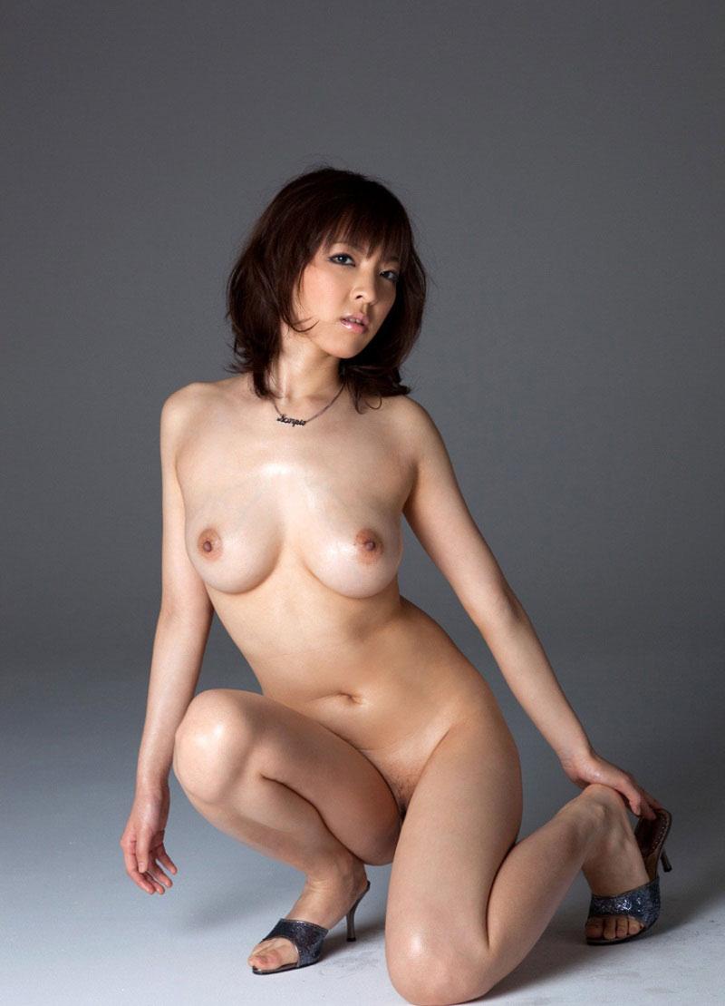 マン毛が見えてる全裸フルヌード画像 47