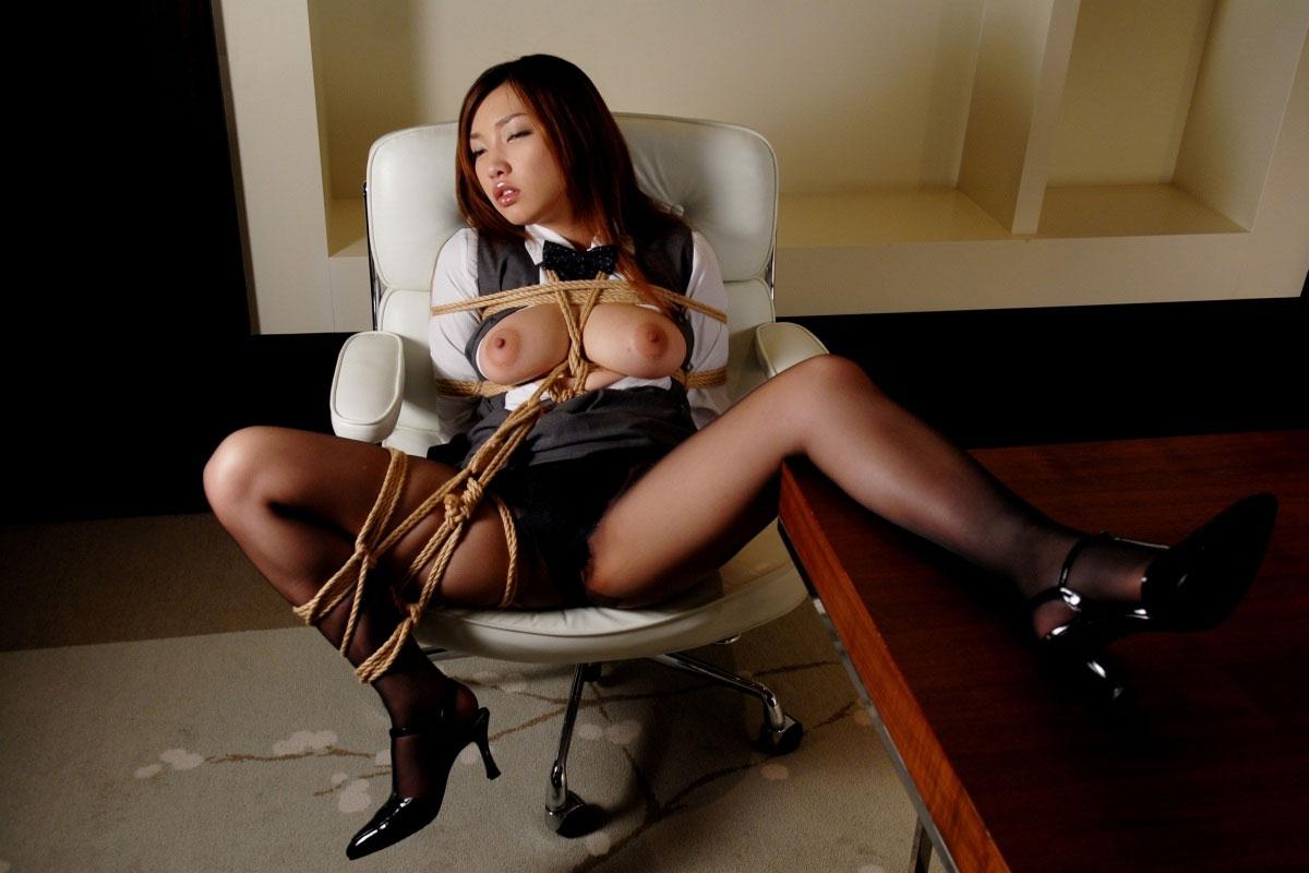 パンストにタイトスカートが超エロい!スーツを着たOLの美脚エロ画像 48