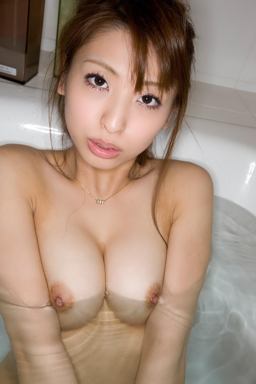 柔らかそうな美乳おっぱい画像 64