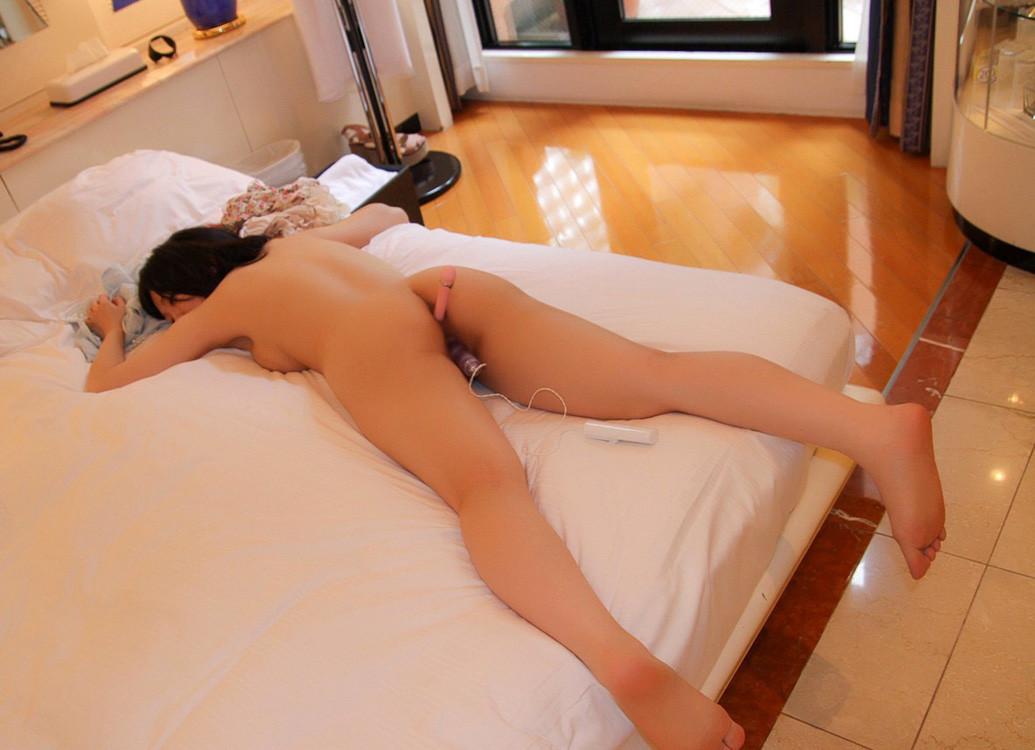 【自慰】バイブを使ってマンコを刺激している過激な女のオナニー画像 65