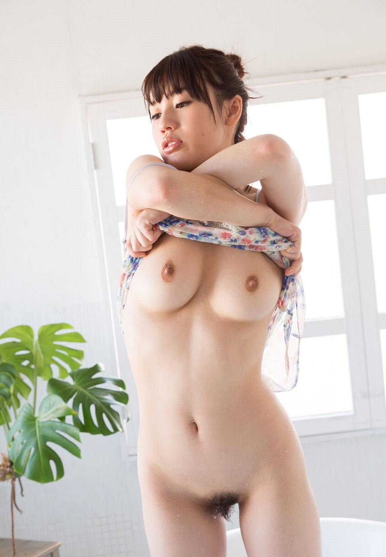 乳首が綺麗な女の子の美乳画像 70