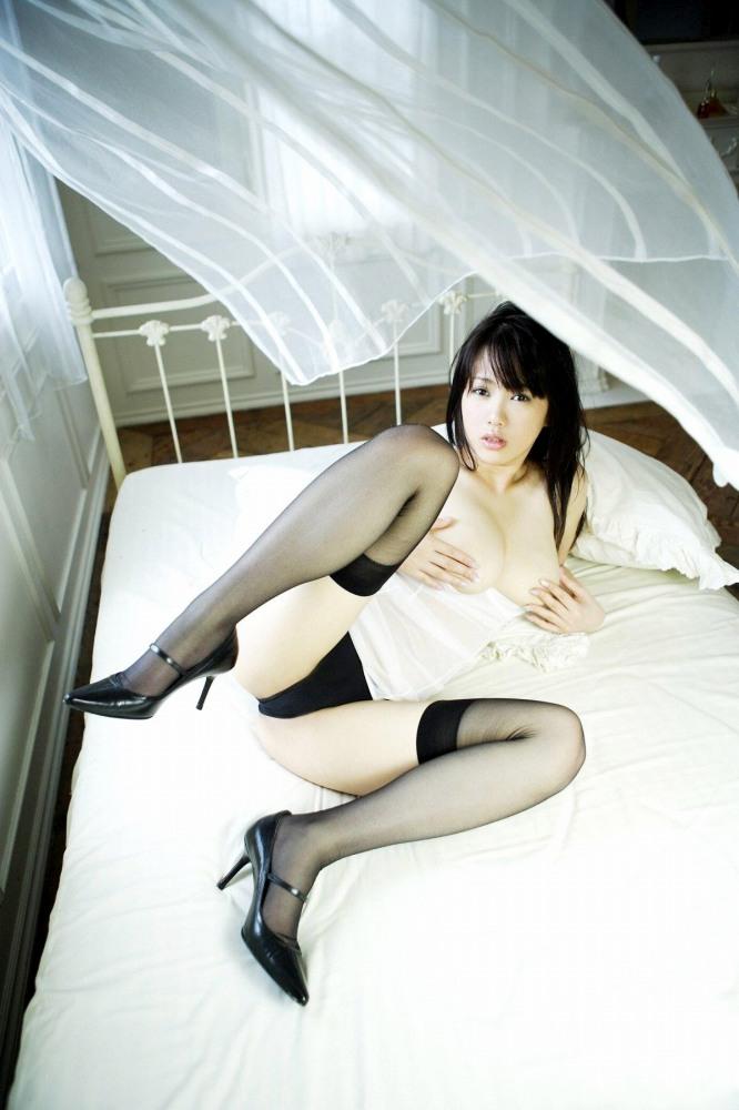 M字開脚でマンコをしっかりアピールする淫乱女のエロ画像 83