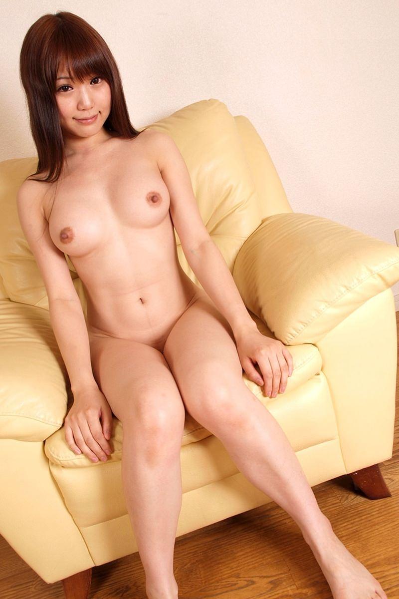 アソコの毛や乳首が丸見えなお姉さんの全裸ヌード写真 94