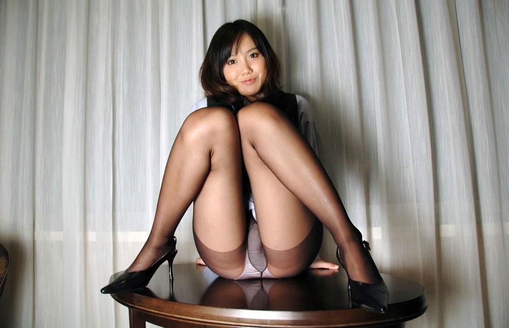 M字開脚でマンコをしっかりアピールする淫乱女のエロ画像 99