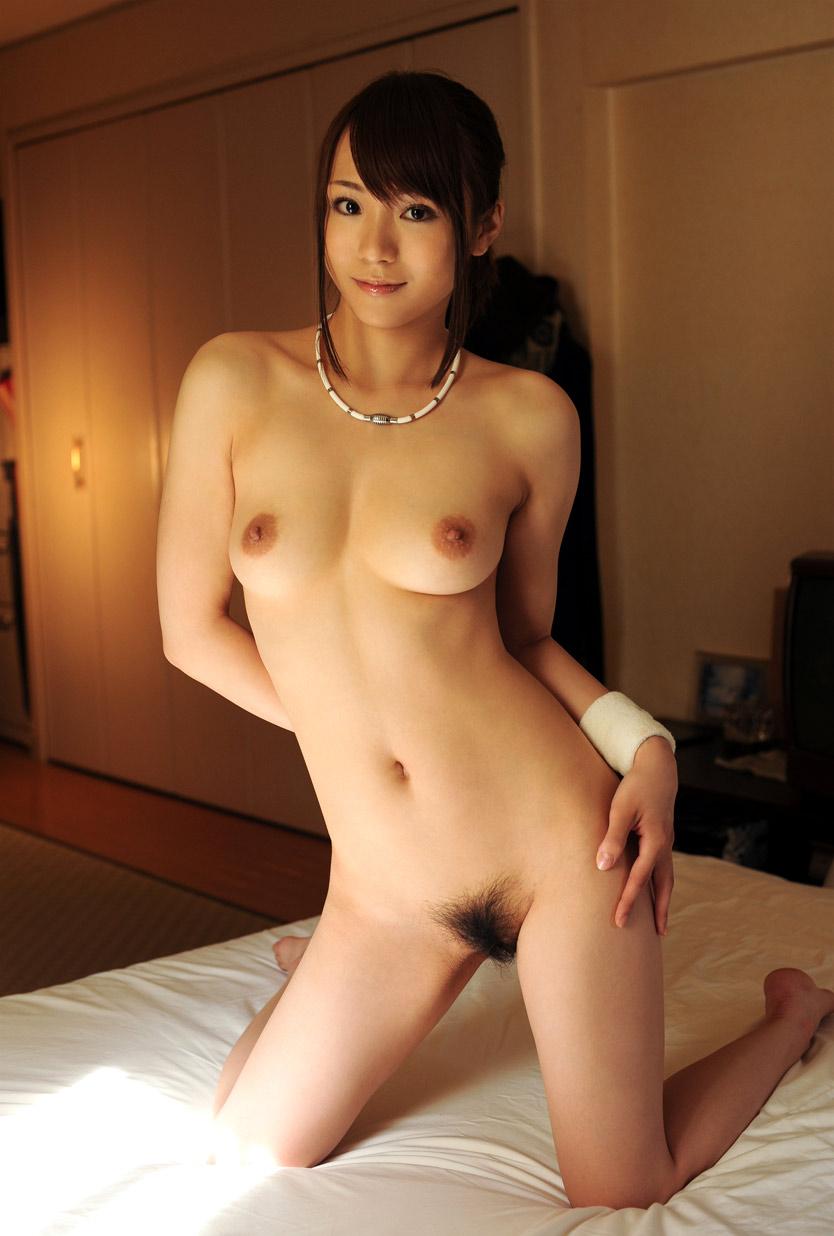 アソコの毛や乳首が丸見えなお姉さんの全裸ヌード写真 100