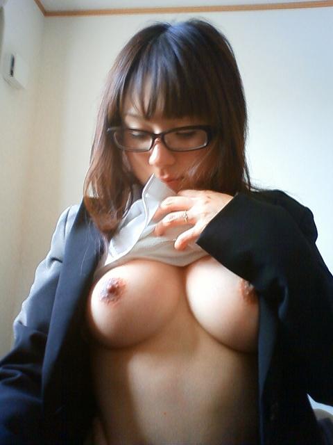 メガネを掛けてる女の子がエッチに夢中!眼鏡フェチのエロ画像 4