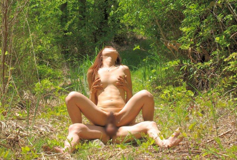 野外セックスしているバカップルのエロ画像 9