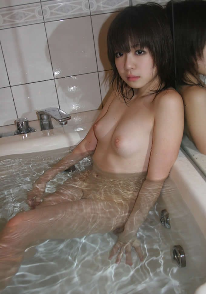 女の子と一緒にお風呂に入りたくなる入浴中のエロ画像 9