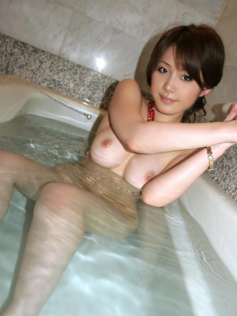 女の子と一緒にお風呂に入りたくなる入浴中のエロ画像 14