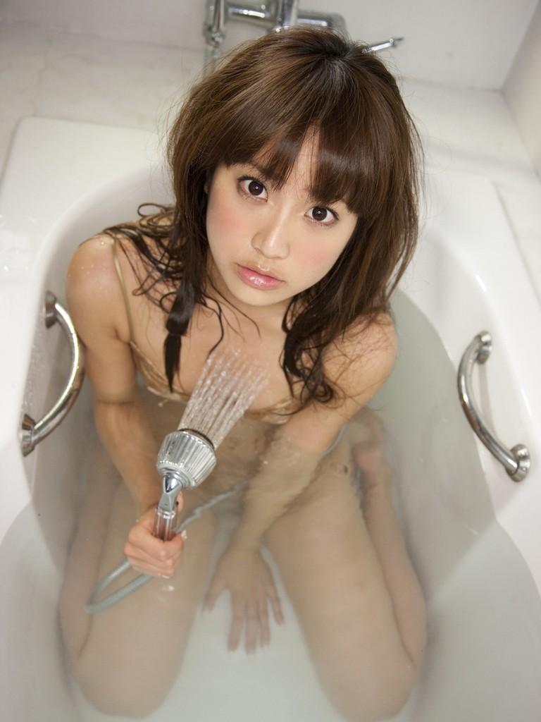 女の子と一緒にお風呂に入りたくなる入浴中のエロ画像 15